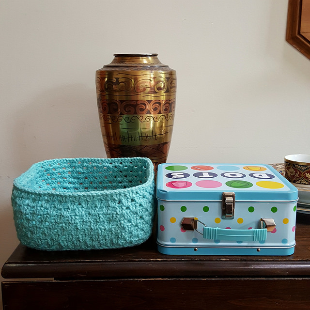 I finish the bottom of the crochet lunchbox to-be