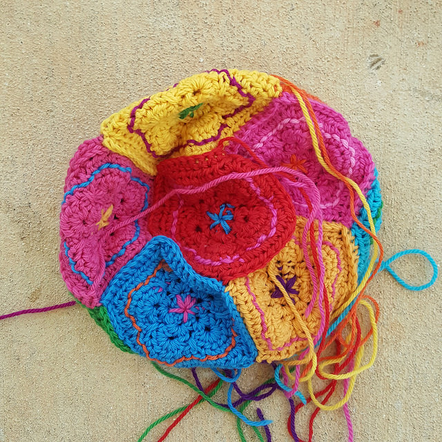 joining crochet pentagons to make a crochet dodecahedron