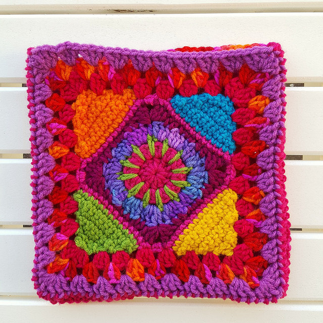 granny square crochet purse with ends woven in