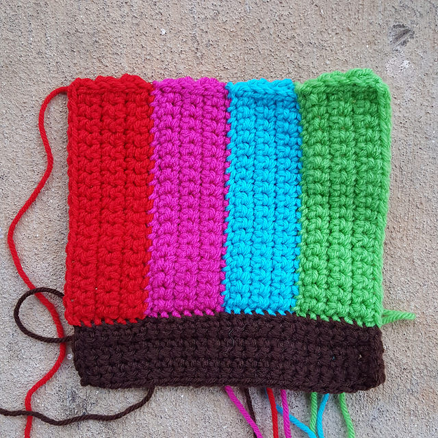 A new crochet rectangle to square up the motif while I crochet outside my comfort zone