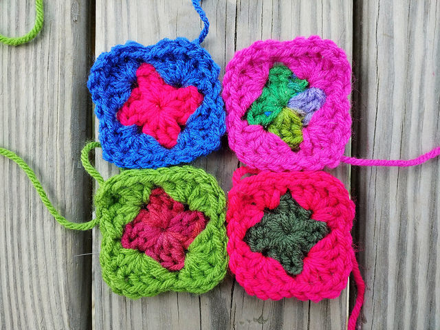 Four unjoined two-round granny squares