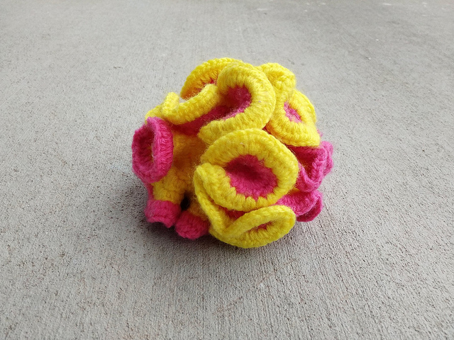 A crochet two-tone hyperbolic plane in repose