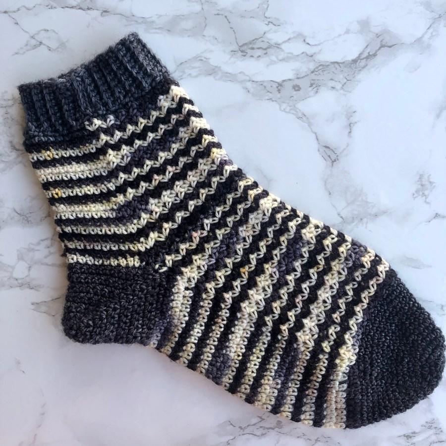 vintage waves crochet socks