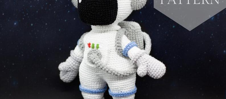 Astronaut in space by Studio Wow Toys UA