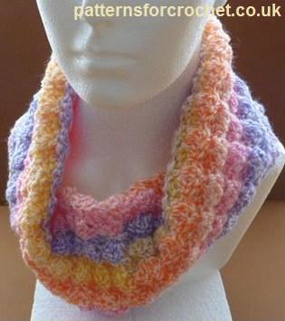 Free Crochet Pattern: A Neck Cowl
