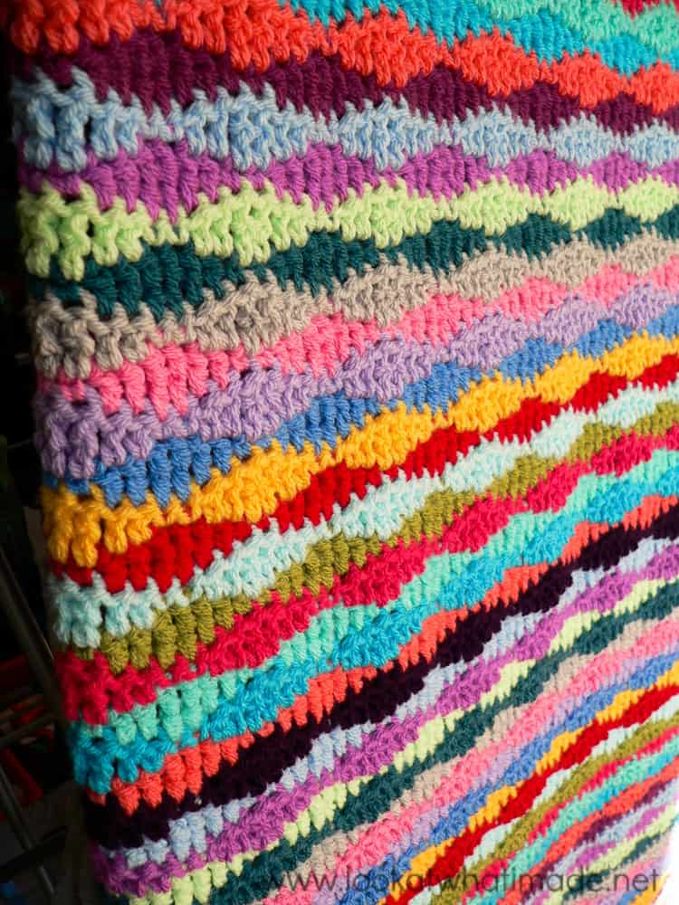 Free Crochet Pattern: Lazy Waves Blanket