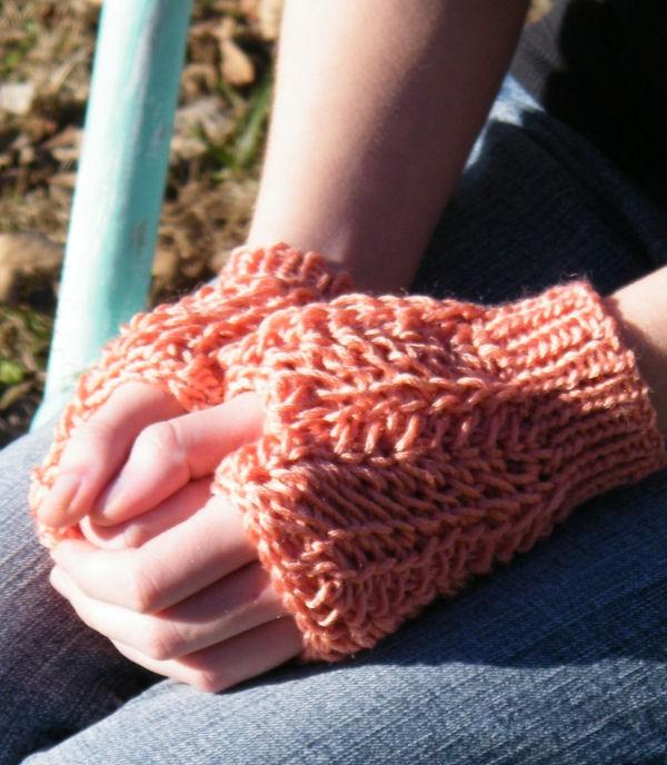 CrochetKim Free Crochet Pattern | Lucia Fingerless Mitts @crochetkim