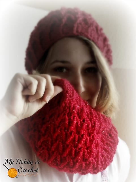 Free Crochet Pattern: Sparkle Ruby Cowl