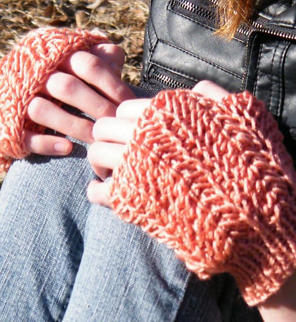 Free Crochet Pattern: Lucia Fingerless Mitts