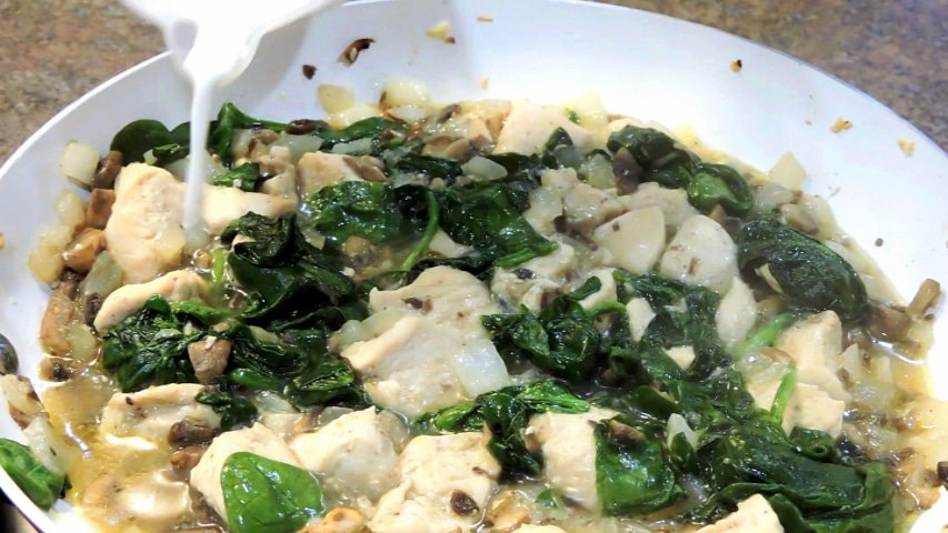 24Bite Recipe: Chicken Spinach and Mushroom Pasta
