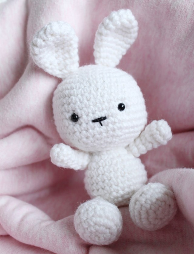 Ravelry: Cuddle Me Bunny pattern by Amigurumi Today | 835x640