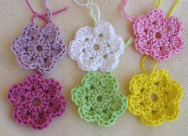 Simple Crochet Rose Pattern Is It A Toy Crochet Doodle Flowers Free Pattern