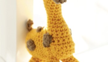 """Crochet DROPS Easter bunny with flower in """"Paris"""". ~ DROPS Design ... 