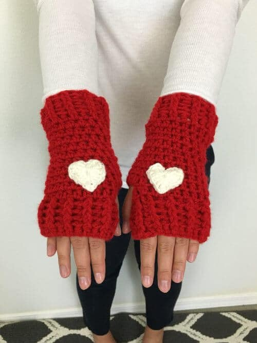 FREE CROCHET PATTERN | FIINGERLESS GLOVES CROCHET PATTERN | FREE FINGERLESS GLOVES CROCHET PATTERN #fingerlessgloves #freecrochetpattern