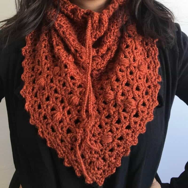 Closer look of the triangle cowl free crochet pattern