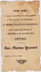 Il ricordo del Primo Sacrificio Eucaristico Incruento celebrato dal neo-sacerdote Don Matteo Brunetti, ricordando gli amati genitori e lo zio Arciprete Don Filippo Brunetti.