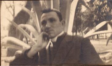 Arciprete Don Matteo Brunetti (*Alfedena, 3/5/1883 - †Castel del Giudice, 25/2/1938) Foto: Roma, al Pincio