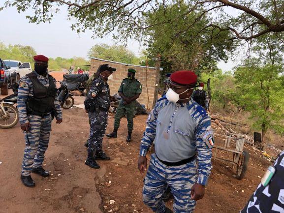 [Côte d'Ivoire COVID-19]Le  Général de Divison Alexandre Apalo Touré visite les postes frontaliers de Laleraba et de Pôgo