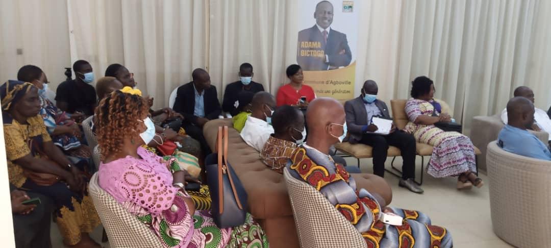 La forte délégation qui a accompagné la secrétaire d'État auprès du ministre de l'Emploi et de la Protection sociale, chargée de la Protection sociale, Mme Kayo Slaha Clarisse épse Mahi chez Bictogo