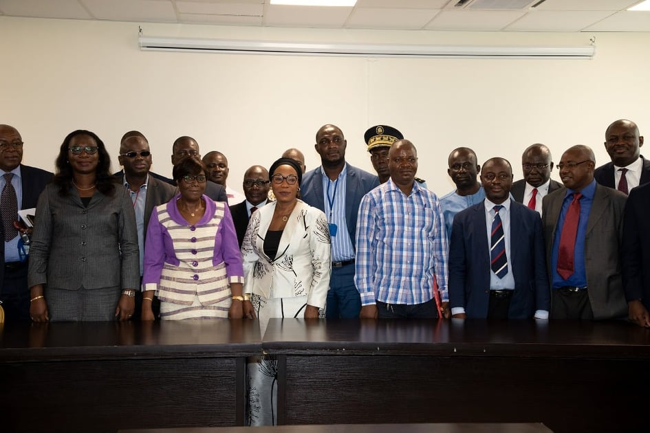 Mme Clarisse Kayo Mahi et les responsables des mutuelles sociales immatriculées en Côte d'Ivoire