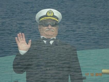 Le pilote du Canal de Suez nous salue avant de quitter le bateau