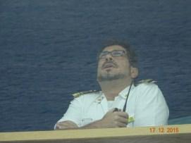 Le capitaine du Costa Luminosa observe le ciel