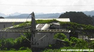 Escale à St Georges île de la Grenade ancien aéroport carcasse d'avion cubain
