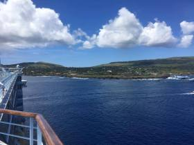 Croisière tour du monde Austral 2017 Le Costa Luminosa à l'ancre à l'île de Pâques