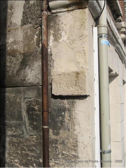 Rue MACE : Plaque gravé dans la pierre