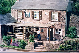 Image from https://commons.wikimedia.org/wiki/File:The_Boat_Inn_Free_House_at_Redbrook_-_geograph.org.uk_-_1720724.jpg
