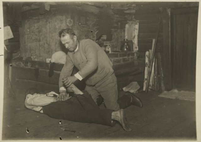 Otto Jääskeläinen treating an illness caused by the spirits (Maaninka, 1927)