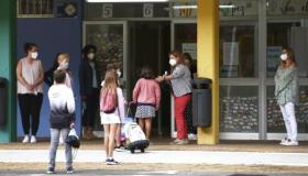 Cantabria ha cerrado este lunes dos nuevas aulas de Infantil y Primaria, en los colegios Sagrado Corazón de Cabezón de la Sal y José Arce Bodega de Santander. Con estos […]