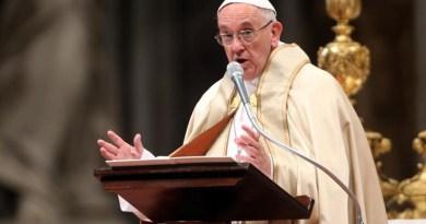 Papa îi critică pe cei care ascultă de companiile farmaceutice şi nu de personalul sanitar în actuala pandemie