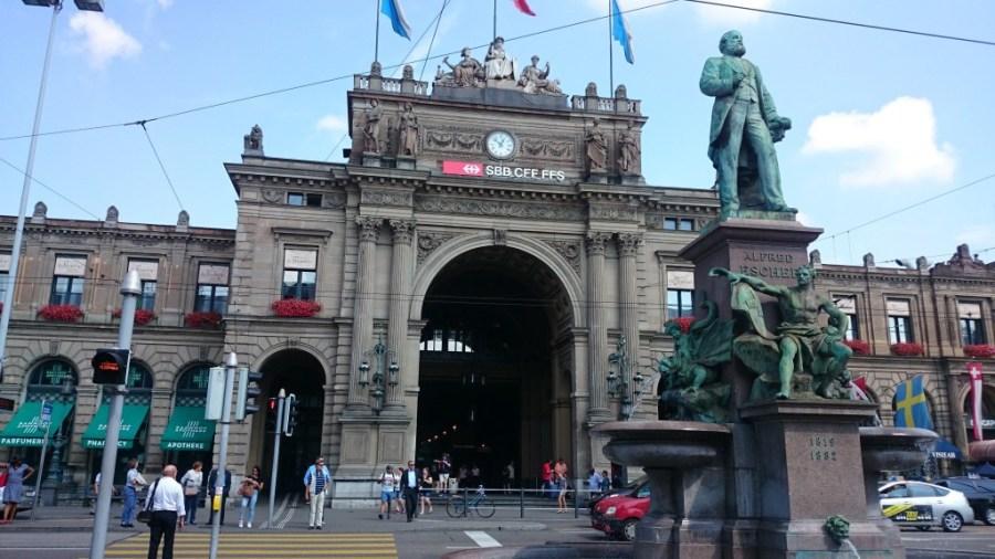 Zürich Hauptbahnhof. De camino al Monte Uetliberg.