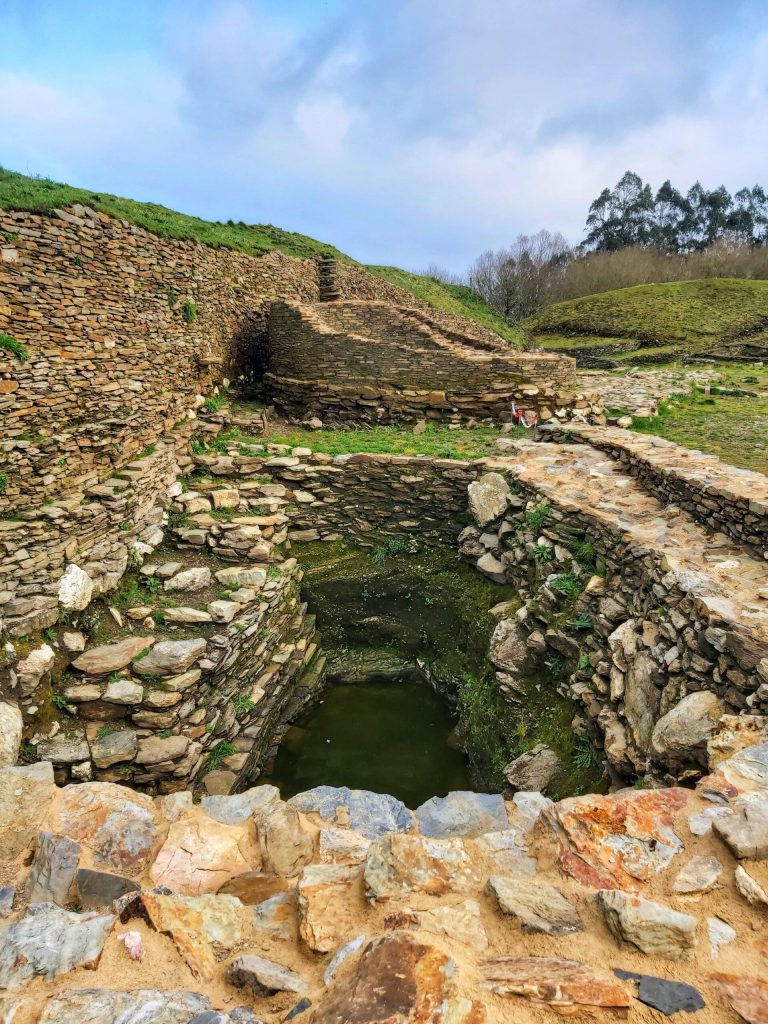 Qué ver en el castro de Viladonga, aljibe