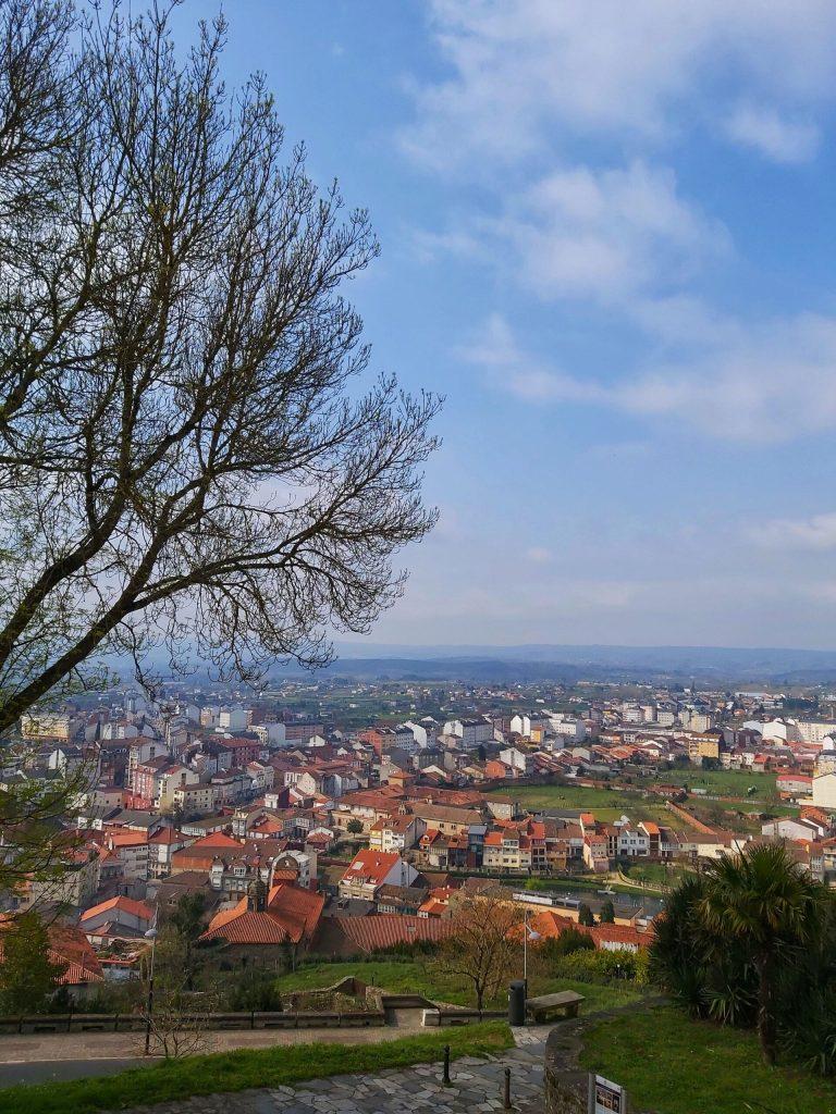 Vistas de la ciudad desde lo alto del monte San Vicente.