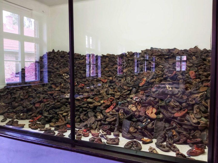 Visita guiada en español a Auschwitz. Zapatos.