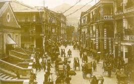 1910年香港最繁華的皇後大道Queen's Road Central, central market on front left/mercado central à esquerda na frente