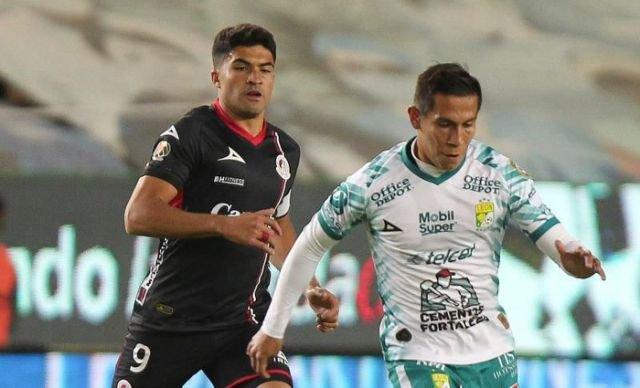 Argentino Ibáñez le quita el invicto al Santos Laguna