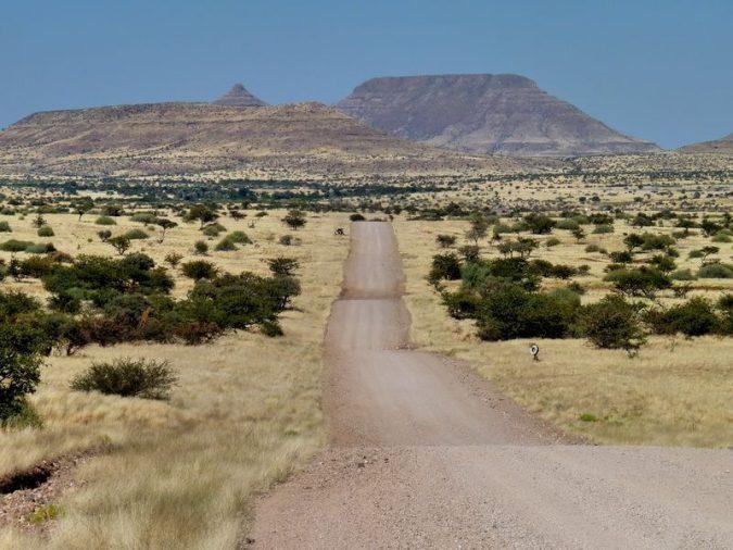 Carretera hacia Kamanjab y Outjo