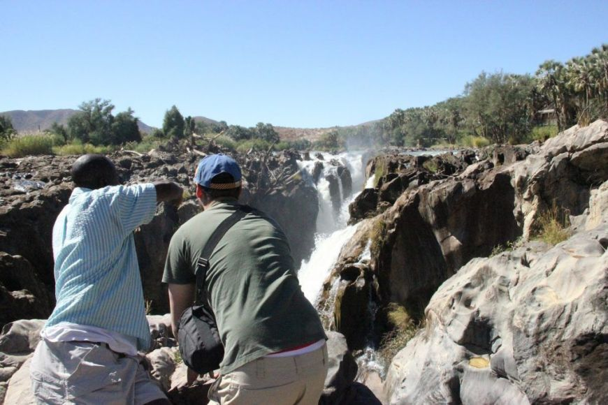 Mirando a las Cataratas Epupa