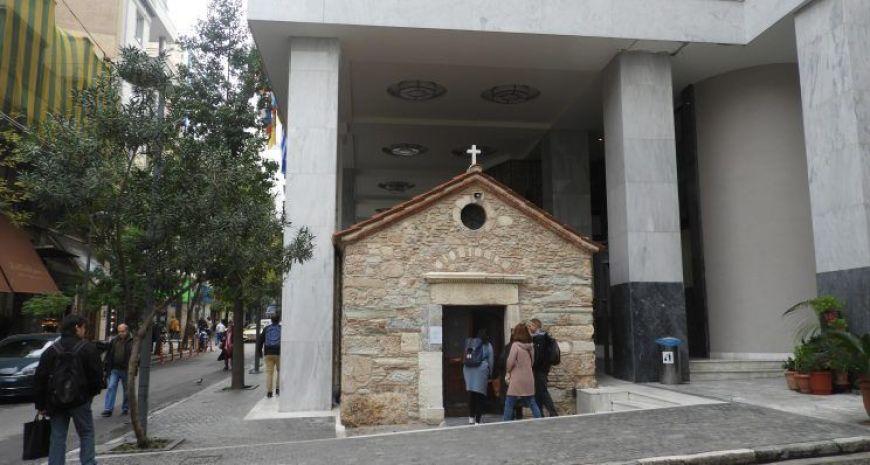 Las construcciones en terreno de las iglesias, una de las curiosidades más divertidas de Atenas