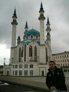 Delante de la Kul Sharif Mosque