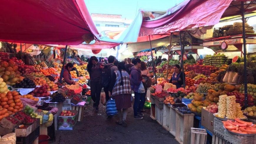 Mercado de fruta en Sucre