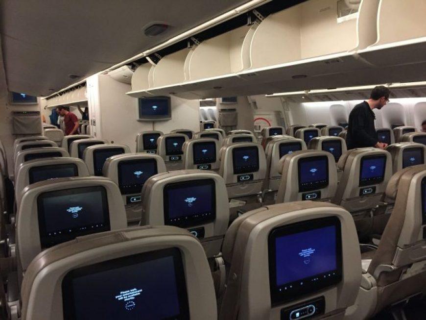 interior avión Pantalla Saudia Airlines