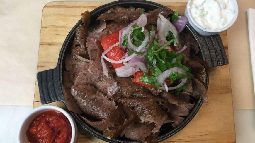 Gyros, el plato más visto en todos los restaurantes en Atenas
