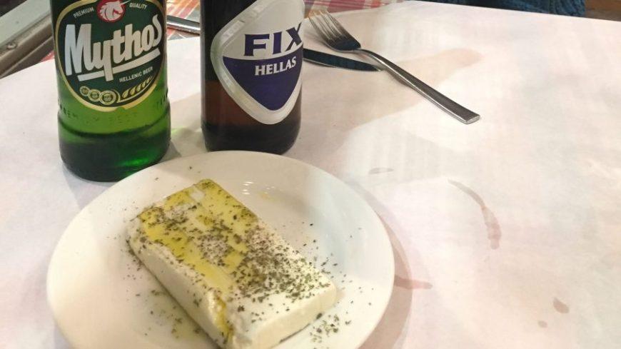 queso feta, uno de los entrantes más famosos de la comida típica griega
