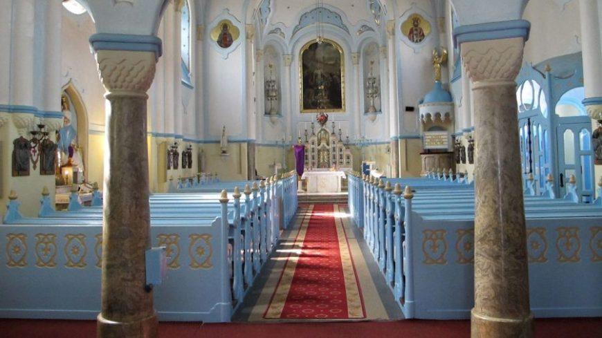 Interior iglesia Azul Bratislava