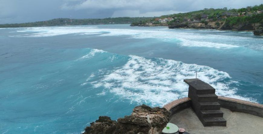 Mahana Point Cliff Jump en Nusa Ceningan