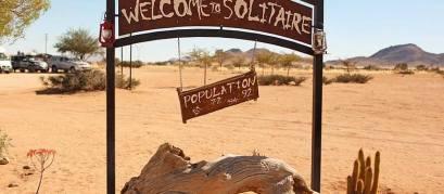 Cartel de entrada a Solitaire-Namibia